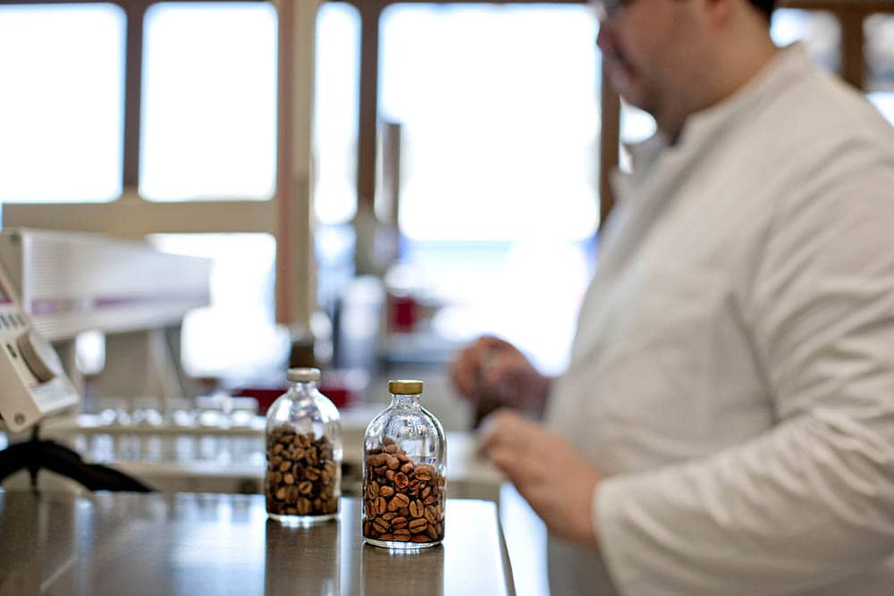 CR3 Analytik® Laboratory technician carries out analysis with decaffeinated coffee beans in Bremen-Industriehäfen